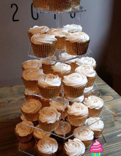 Vanilla topped cupcakes