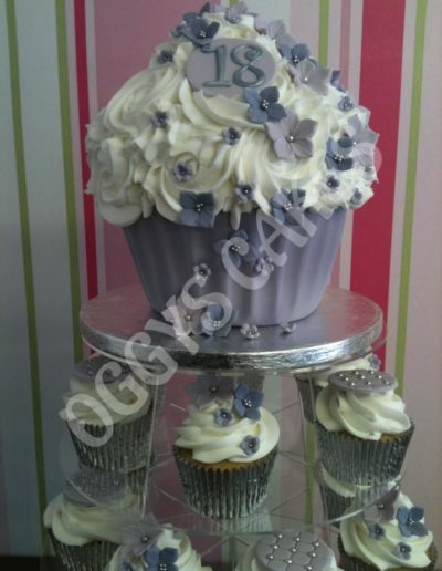 Lilac Flower Giant & Cupcakes